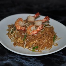 Pâtes de riz sautées aux crevettes à la thaï