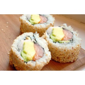 F10. 4 pièces Futomaki Oignon frit, saumon avocat